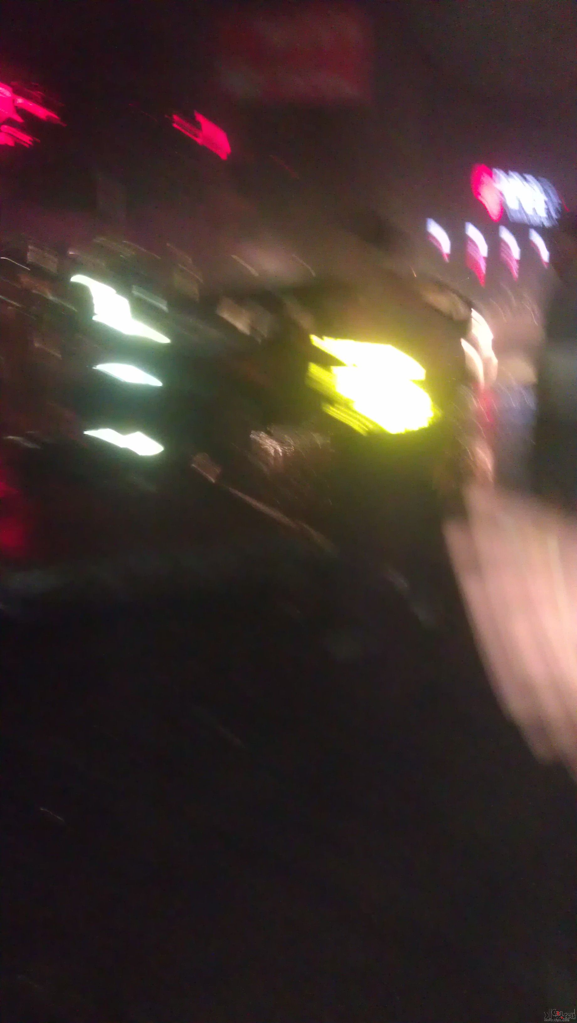 马六追尾等红绿灯小货车 高清图片